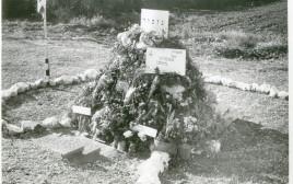גלעד בזירת הפיגוע בו נרצחה משפחת מוזס