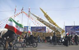 """יום המהפכה האסלאמית בפברואר האחרון בטהרן. """"לחמנאי יש שיקולי שרידות ולא שיקולים כלכליים"""""""