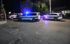 ניידות משטרה בזירת הרצח בכפר קרע