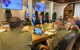בנימין נתניהו ואביב כוכבי בהערכת מצב בקריה בתל אביב
