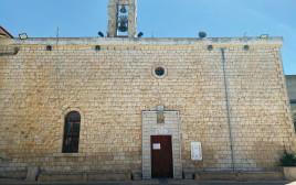 הכנסייה הגדולה ליד כפר פטוסה
