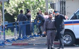 האסון במירון - כוחות משטרה ליד המכון לרפואה משפטית באבו כביר