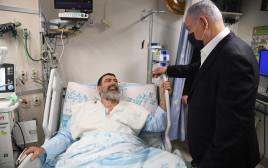 הראש הממשלה בנימין נתניהו מבקר את הפצועים ממירון