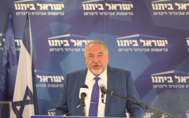 אביגדור ליברמן בישיבת סיעת ישראל ביתנו