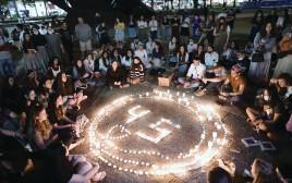 מעגל נרות זיכרון בכיכר רבין בתל אביב לנספי אסון הר מירון