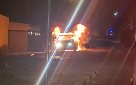 ניידת משטרה הוצתה בלוד
