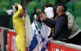 תומר חמד חוגג עם דגל ישראל
