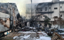 מתחם החנויות בטבריה שעלה באש