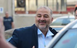 """עבאס נכנס לפגישת ראשי סיעות """"גוש השינוי"""""""
