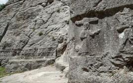 גילופי האבן במקדש בטורקיה