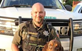 הכלב המשטרתי האמיץ שהציל את חייה של בת השש