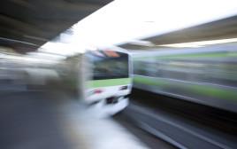 הרכבת נוסעת, אילוסטרציה
