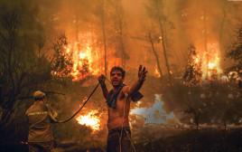 שריפה באי היווני אוויה. מחט התודעה זזה לכיוון הנכון