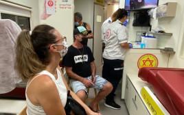 קבלת חיסון שלישי נגד הקורונה בתל אביב