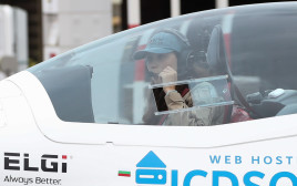 הטייסת הצעירה שמתכננת להקיף את הגלובוס