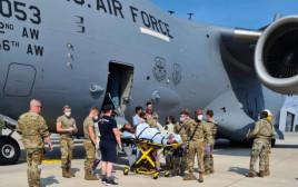 אישה מאפגניסטן יילדה על מטוס החילוץ