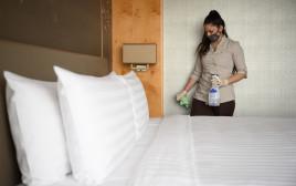 ניקוי חדרי מלון, אילוסטרציה