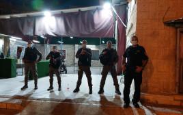 שוטרים בחושך