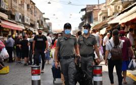 שוטרים בשוק בירושלים
