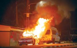 שריפת ניידת בפרעות בלוד במאי צילום יוסי אלוני פלאש90 (2)