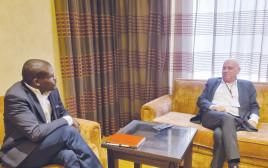 עיסאווי פריג' עם שר המשפטים הסודאני בפגישה באיחוד האמירויות
