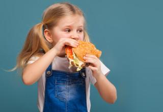 ילדה אוכלת, אילוסטרציה