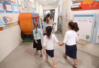 תלמידות בפתיחת שנת הלימודים