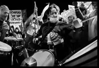 חן צימבליסטה בהפגנה בבלפור
