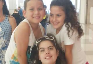 בן אמיר ואחותו מעין ביחד עם אחותם המנוחה קוראל