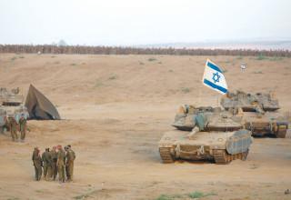 """טנקים וחיילים במבצע """"צוק איתן"""""""