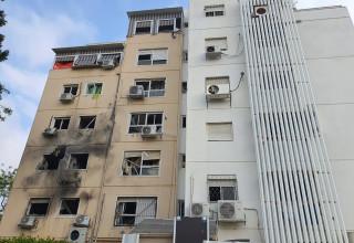 פגיעה ישירה בבניין מגורים באשקלון 11 במאי 2021