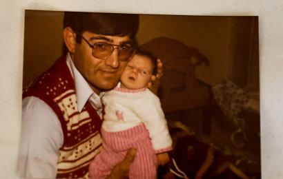 אלברט אוחיון עם אחת מבנותיו שנהרגו בתאונה
