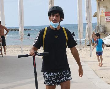 """לפני המבול: כך תפסנו את יוסיאל מ""""המירוץ למיליון"""" ברחבי תל אביב"""