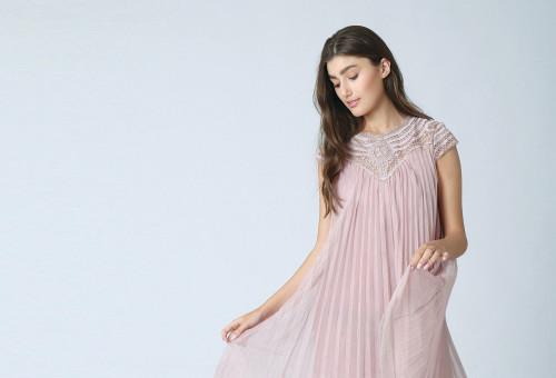 שמלת שיפון פליסה של המותג קאלה