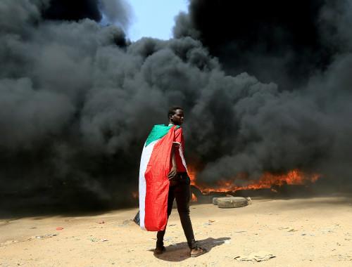 אזרח סודני מפגין נגד ההפיכה הצבאית במדינה