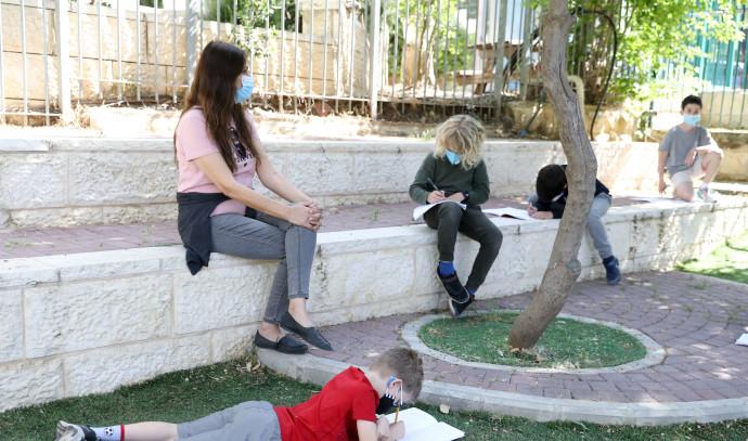 תלמידים בבית ספר בימי קורונה