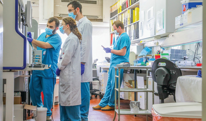 """צוות רפואי בביה""""ח רמב""""ם"""