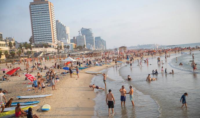 חוף הים בתל אביב גל חום