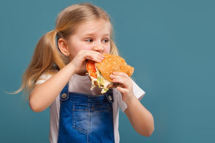 מהי עצמאות תזונתית ואיך מפתחים אותה מגיל צעיר?