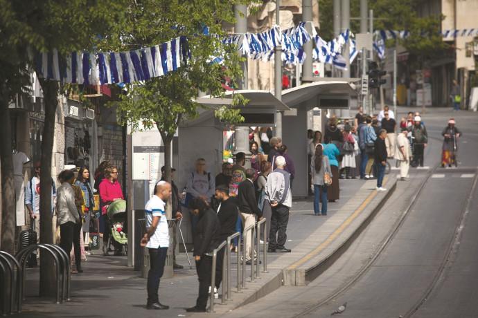 לעולם לא לשכוח: ישראל מתייחדת עם זכר ששת מיליון הנספים
