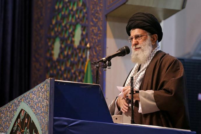 """חמינאי בקריאה למדינות המוסלמיות: """"המשיכו להילחם בישראל"""""""