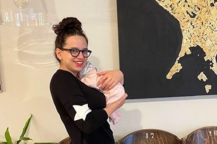 חששה מהתגובות: קורין גדעון חשפה את בתה הבכורה