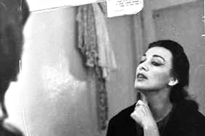 עד פרישתה מהבמה הותירה רושם עז על באי התיאטרון, שלא נמחה