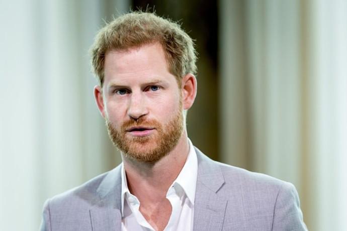 """""""המלכה לא תסלח"""": איך ייראה המפגש עם הארי בהלוויית הנסיך פיליפ?"""