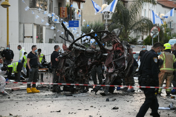 חיסול בחולון: גבר נהרג מפיצוץ רכב