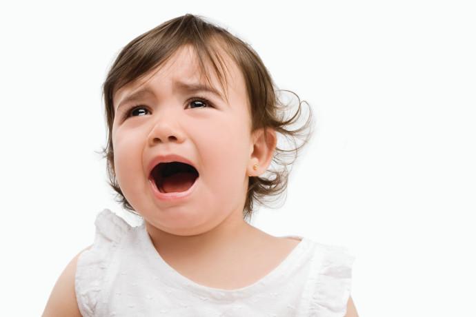 כיצד לגרום לבת 3 להפסיק לבכות כשהיא רוצה משהו?