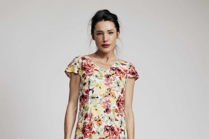 איך יודעים שבא אביב? הדפסים פרחוניים מתלבשים על כל הבגדים