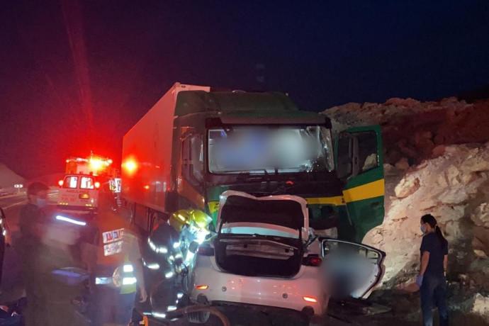 הקטל בכבישים נמשך: שני צעירים בני 30 נהרגו בתאונת דרכים קשה בערבה