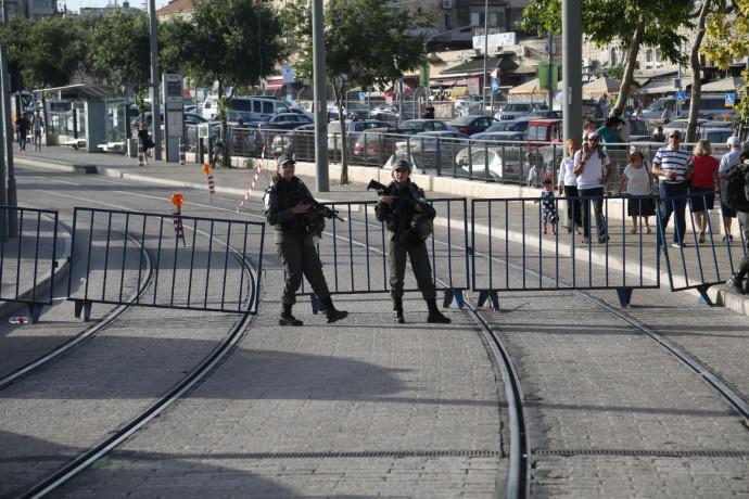מאות מתפרעים בהפגנה אלימה סמוך לאוניברסיטה העברית: שלושה שוטרים נפצעו