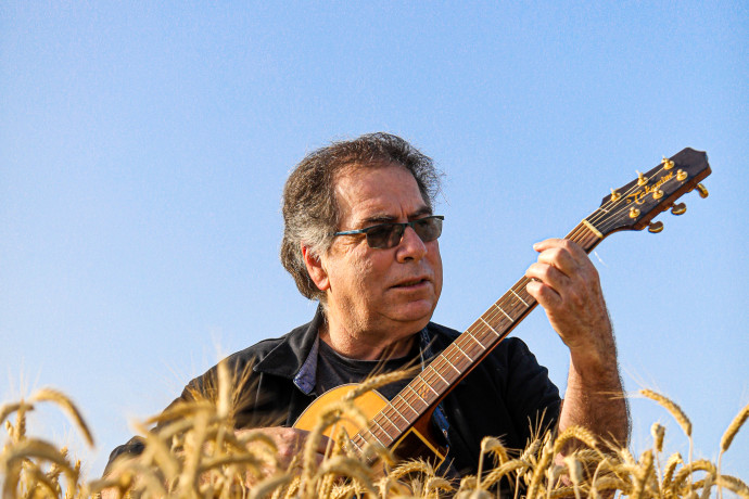 בקצב שלו: דודו זכאי, מכוכבי הזמר העברי, מציין 50 שנות קריירה
